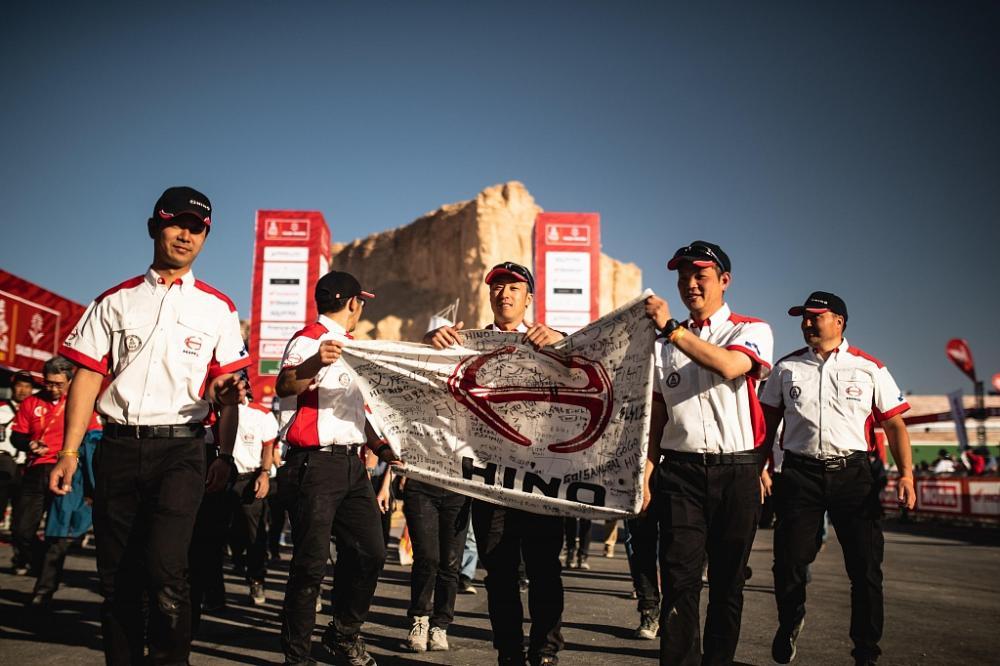 Грузовик Hino финишировал в ралли «Дакар-2020».